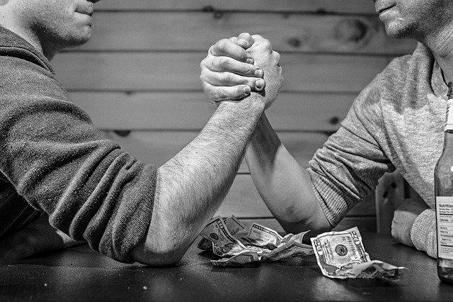 přetlačování o peníze
