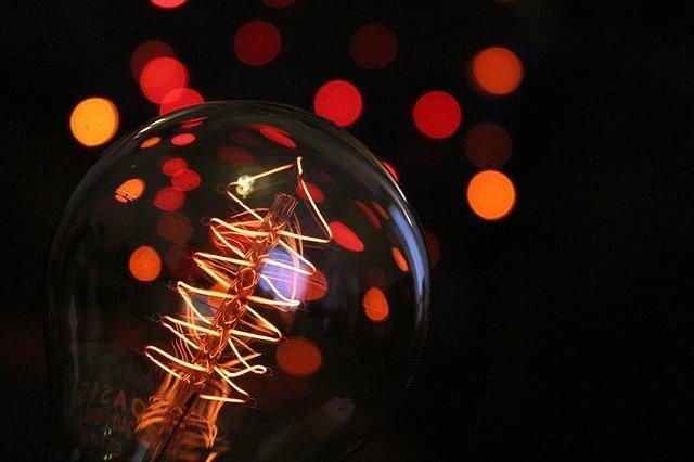 žárovka a světýlka